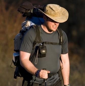 Entraînement à base de marches quotidiennes, dont vous augmenterez peu à peu la distance et l'intensité