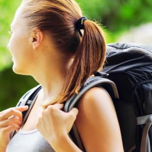 Muller con mochila