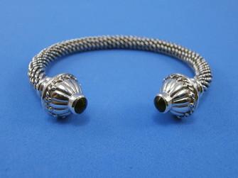 Artesanía de Galicia: pulseira de prata con azabache en forma de torques